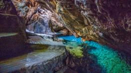 Camotes-Amazing-Island-Cave-02