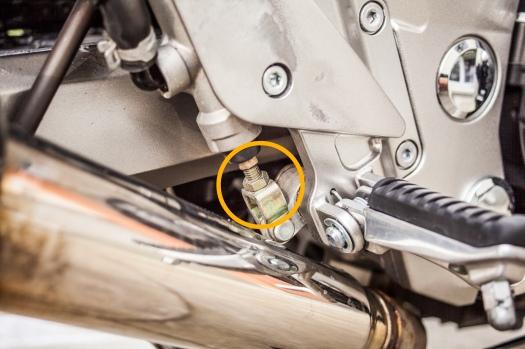 Motorrad-Fussbremshebel-einstellen