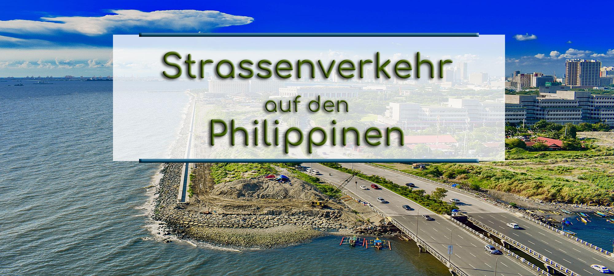 Zu sehen ist eine Panoramaansicht von Manila, der Hauptstadt der Philippinen. Ein Teil der Kueste und des Meeres ist zu sehen. Zwei Mehrspurige Strassen mit Autos sind zu sehen. Im Textfeld steht geschrieben: Strassenverkehr auf den Philippinen.