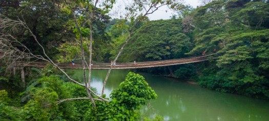 Sipatan Twin Hanging Bridge die den Fluss Loboc auf der Insel Bohol ueberspannt.