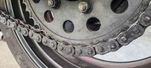 Motorradkette reinigen schmieren 03