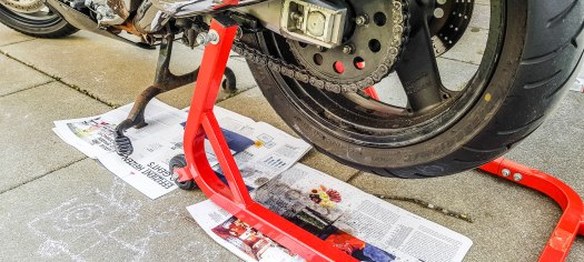 Motorradkette reinigen schmieren 05